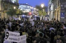 Decenas de indignados han acudido a la Puerta del Sol, en apoyo del movimiento 15M
