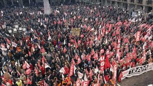 Ver vídeo  'Decenas de miles de personas han salido a la calle en toda España para manifestarse contra la reforma laboral'