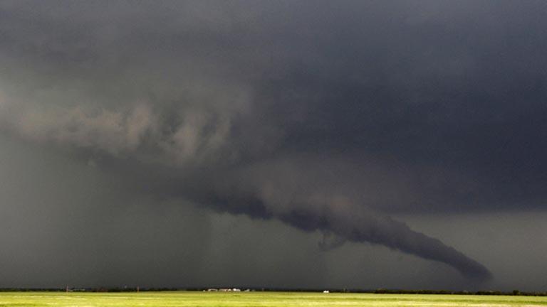 Decenas de muertos y desaparecidos por un gigantesco tornado en Oklahoma