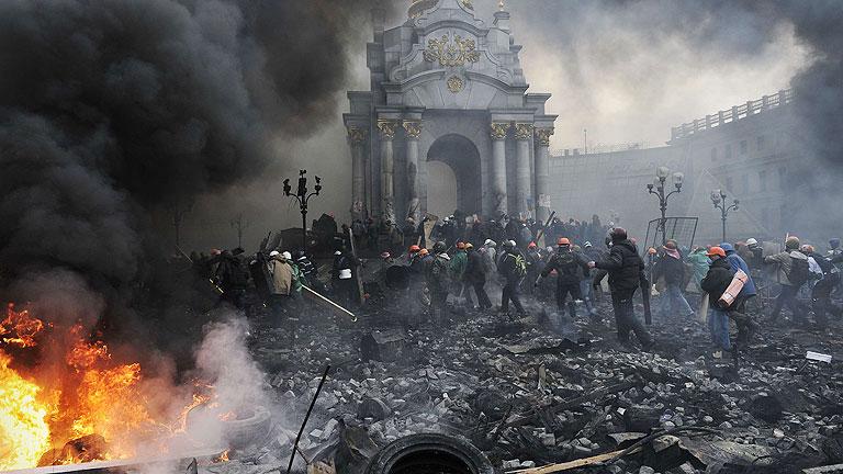 """Decenas de muertos en un """"jueves sangriento"""" en las calles de Kiev"""
