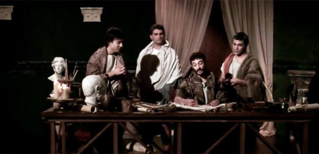 Dédalo junto a sus discípulos, en la mesa donde desarrollan sus proyectos creativos