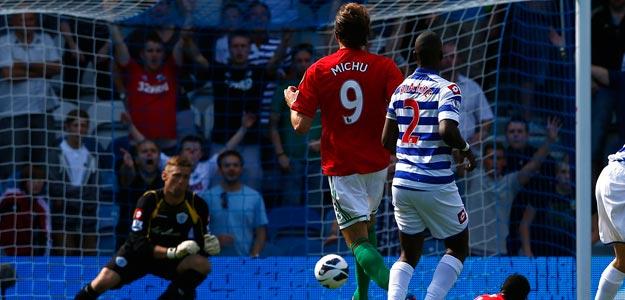 El delantero español Michu anota el primer gol del Swansea frente al Queen's Park Rangers