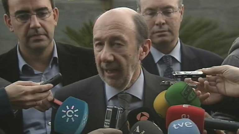 Rubalcaba pide explicaciones al Gobierno por las cuentas de Bárcenas