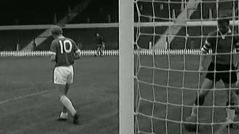 Denis Law, fichaje r&eacute;cord del Manchester United en 1962