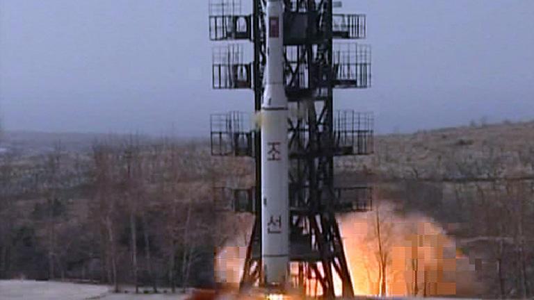 Corea del Norte lanza un misil de largo alcance sin conseguir ponerlo en órbita