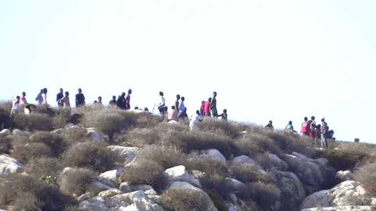 La Guardia Civil y la gendarmeria marroquí han desalojado esta madrugada a los 81 inmigrantes que permanecían en Isla de Tierra