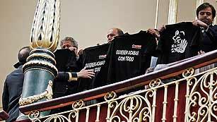 Ver vídeo  'Desalojan a un grupo de mineros de la tribuna del Congreso tras exhibir camisetas reivindicativas'