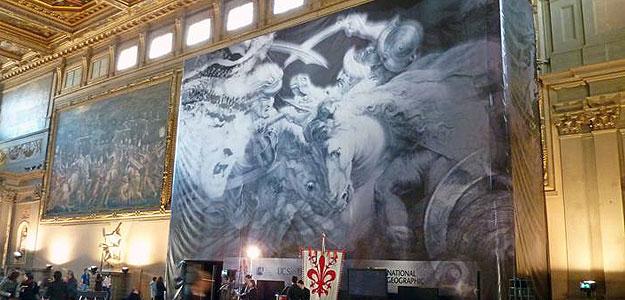 Lona en la que se representa el fresco descubierto en Florencia.