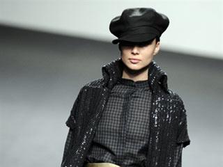 Ver vídeo  'Desfile de Jesús del Pozo en la Cibeles Fashion Week 2011'
