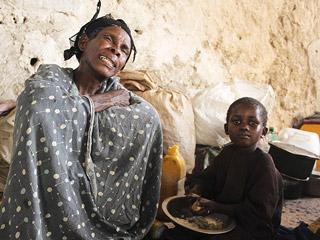 Ver vídeo  'Después de muchas dificultades sale el puente aéreo con 10 toneladas de comida para Somalia'