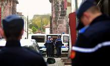 Agentes de la policía francesa en la localidad de Saint Jean de Pied de Port.
