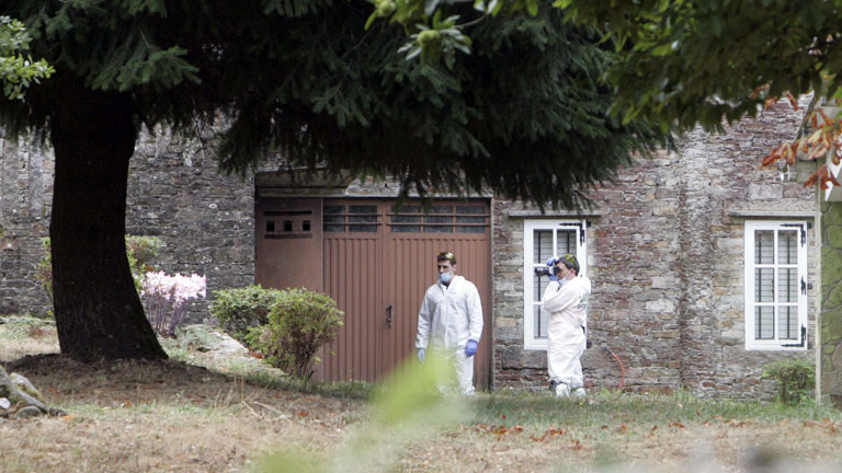 Detenidos los padres de la niña hallada muerta cerca de Santiago