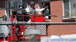Ver vídeo  'Detonación controlada en la casa del presunto asesino de Denver'