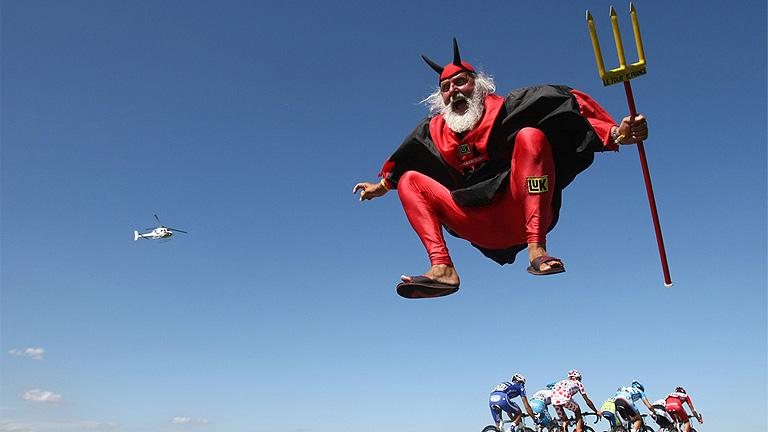 El diablo rojo, genio y figura en el Tour