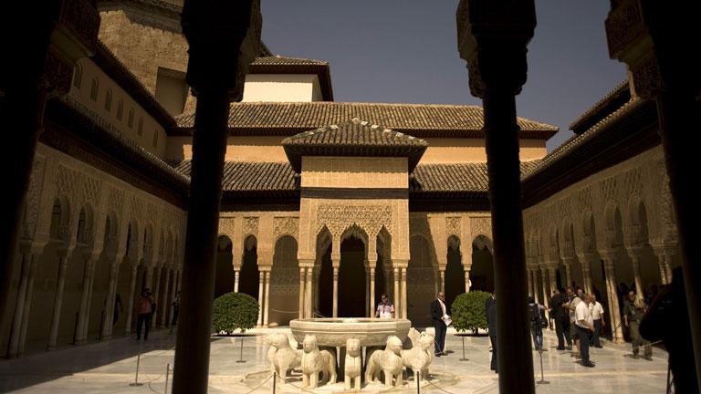 El patio de los Leones de la Alhambra restaurado tras 10 años