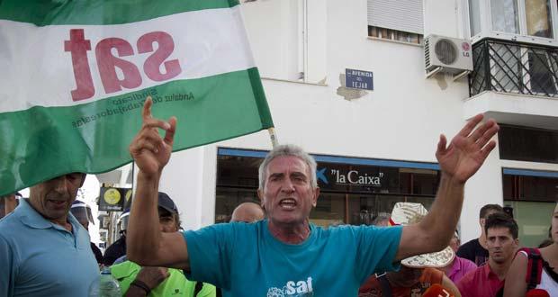 Diez detenidos por ocupar una entidad bancaria en la marcha del SAT en Cádiz