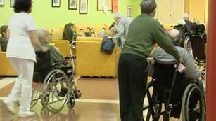 Ver vídeo  'Dificultades en Cataluña para realizar el pago a los dependientes'
