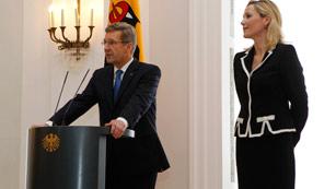 Ver vídeo  'Dimite el presidente alemán, Christian Wulff, cercado por los casos de corrupción'