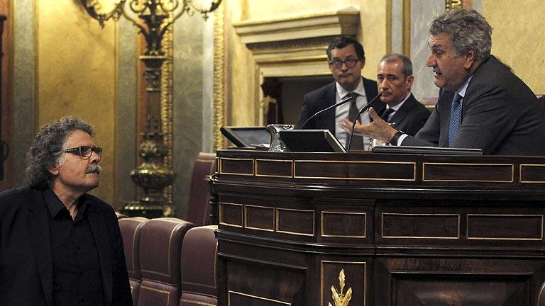 El diputado de ERC Joan Tardà, expulsado de la tribuna del Congreso por pretender hablar en catalán