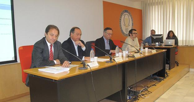 El diputado Juan Luis Gordo (PSOE), el consultor Eduardo García Matilla, el catedrático Enrique Bustamante y el profesor Rubén Ronmero en el debate sobre RTVE.