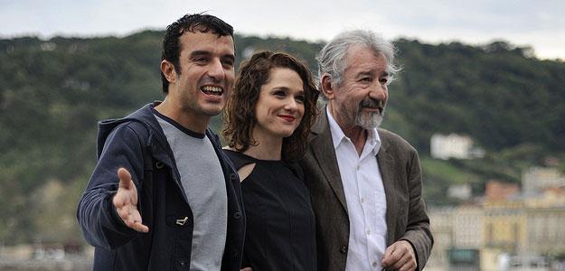 El director Javier Rebollo (i), junto a los actores José Sacristán y Valeria Alonso