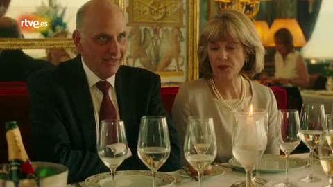 Ver vídeo  'La discusión con los suegros en 'Midnight in Paris', de Woody Allen'