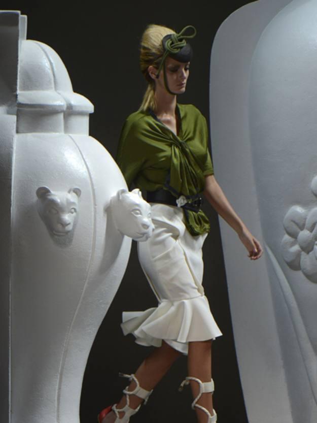 La diseñadora piensa en una mujer racional, equilibrada y con gustos clásicos que a la vez se muestra impulsiva, voluptuosa y sensual