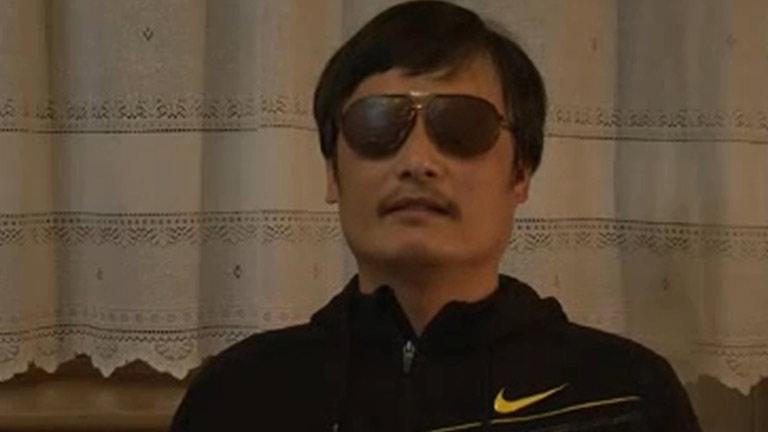 El disidente chino Chen Guangcheng escapa de su arresto domiciliario