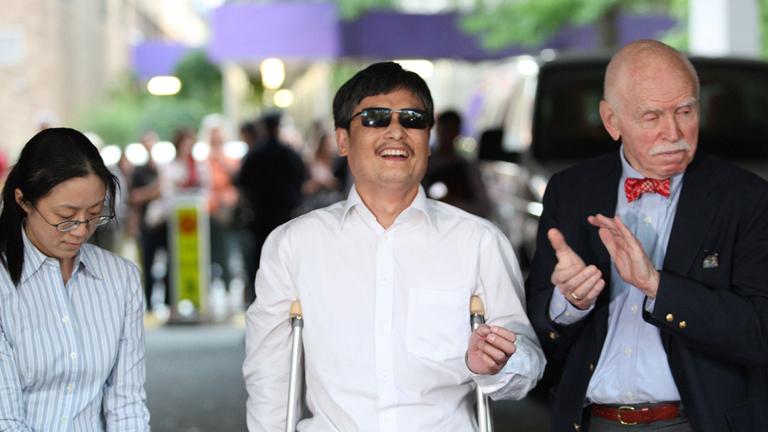 El disidente chino llega a EE.UU. para iniciar vida como estudiante universitario