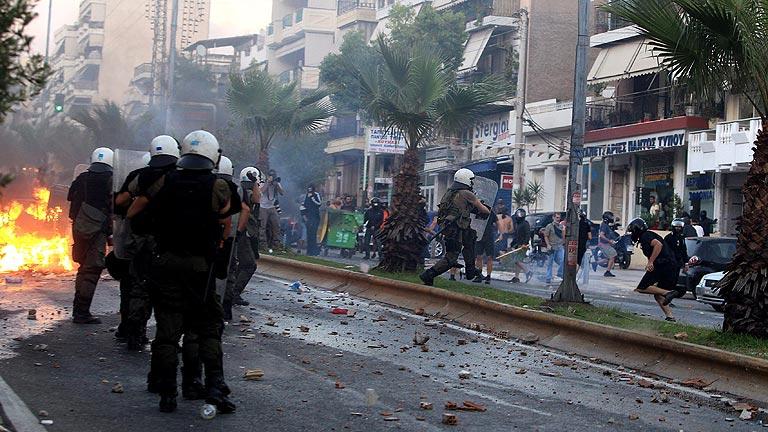 Disturbios en Grecia en las protestas por el asesinato de un artista de izquierdas