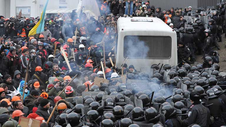 Violentos disturbios y enfrentamientos entre policía y manifestantes en Kiev