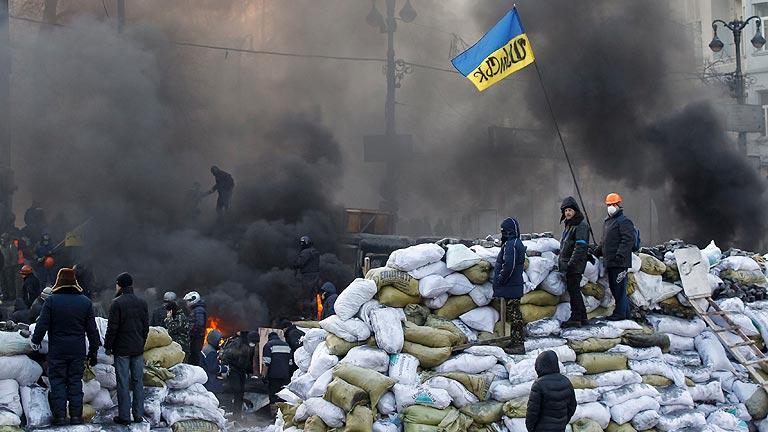 Los disturbios se extienden a otras ciudades de Ucrania mientras oposición y gobierno negocian