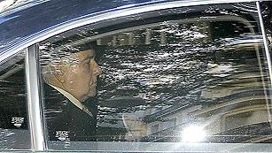 Ver vídeo  'Dívar llega al CGPJ para anunciar previsiblemente su dimisión'