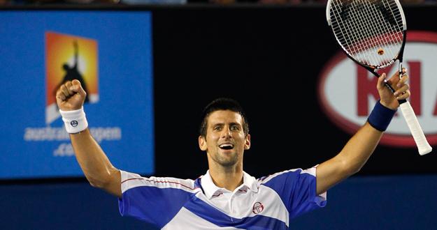 Novak Djokovic celebra la victoria ante Murray en laa final del open de Australia.
