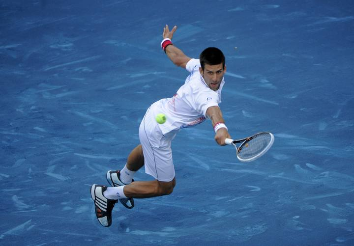 Djokovic tuvo muchas dificultades para devolver los tiros de Tipsarevic