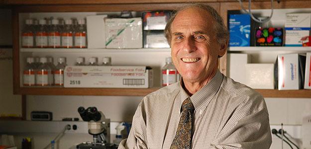 El doctor canadiense Ralph M. Steinman en una fotografía de archivo facilitada por la Universidad Rockefeller de Nueva York, donde trabajaba.