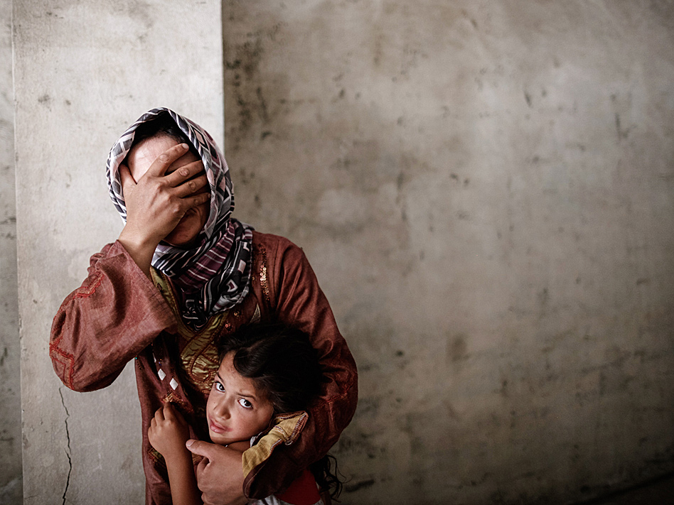 El dolor de esta madre siria atraviesa la fotografía. La guerra que se libra en este país árabe ha abierto telediarios este año, en el que fue especialmente cruenta la batalla vivida en la ciudad de Alepo, en el mes de septiembre.