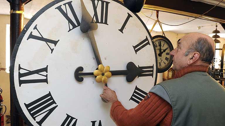 El domingo los relojes se adelantarán una hora