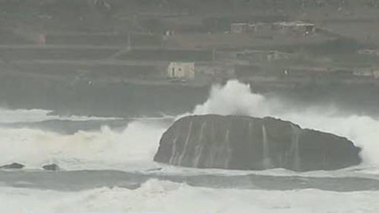 Dos personas mueren ahogadas en la isla canaria de La Graciosa, debido al temporal