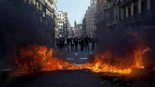 Ver vídeo  'Dos detenidos en los disturbios de la manifestación de estudiantes en Barcelona'