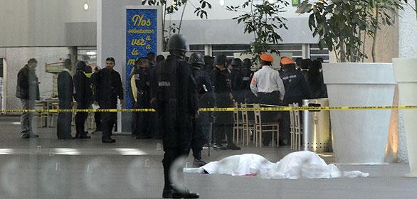 Dos policías muertos y otro herido en un tiroteo en el aeropuerto de la capital de México