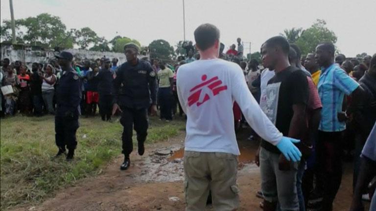 Un enfermo de ébola escapa del hospital en Liberia para buscar comida en la calle