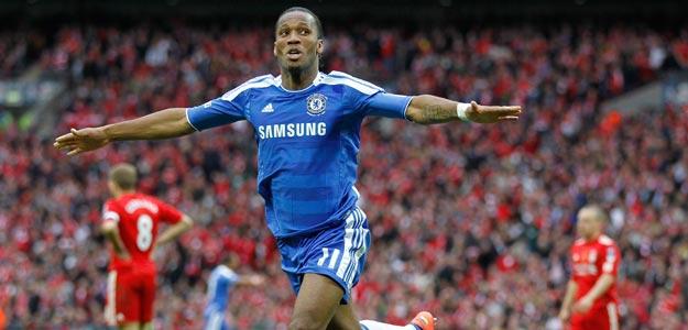 Didier Drogba celebra el segundo gol del Chelsea en la final de la FA Cup