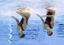 El dúo de españolas, Andrea Fuentes y Sara Carbonell realizando el ejercicio con el que han ganado una medalla de plata.