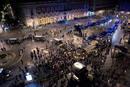 Durante el desalojo se produjeron forcejeos entre los policías antidisturbios y los manifestantes.