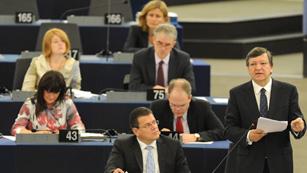Ver vídeo  'Durao Barroso explica en el Parlamento Europeo las conclusiones de la cumbre europea'