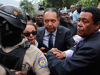 Ver v?deo  'Duvalier queda libre con cargos tras declarar cuatro horas ante la Fiscalía'