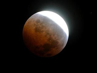 Ver v?deo  'Un eclipse lunar para comenzar el invierno'
