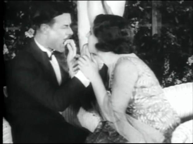 'La edad de oro' (1939) sembró la polémica por Europa y finalmente fue prohibida.