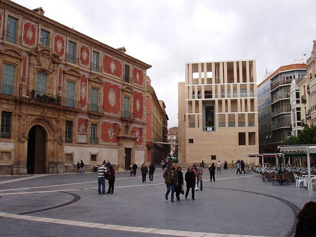 Edificio Moneo, la ampliación del Ayuntamiento de Murcia, junto a la Catedral